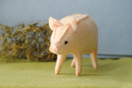 felt pig toy sewing