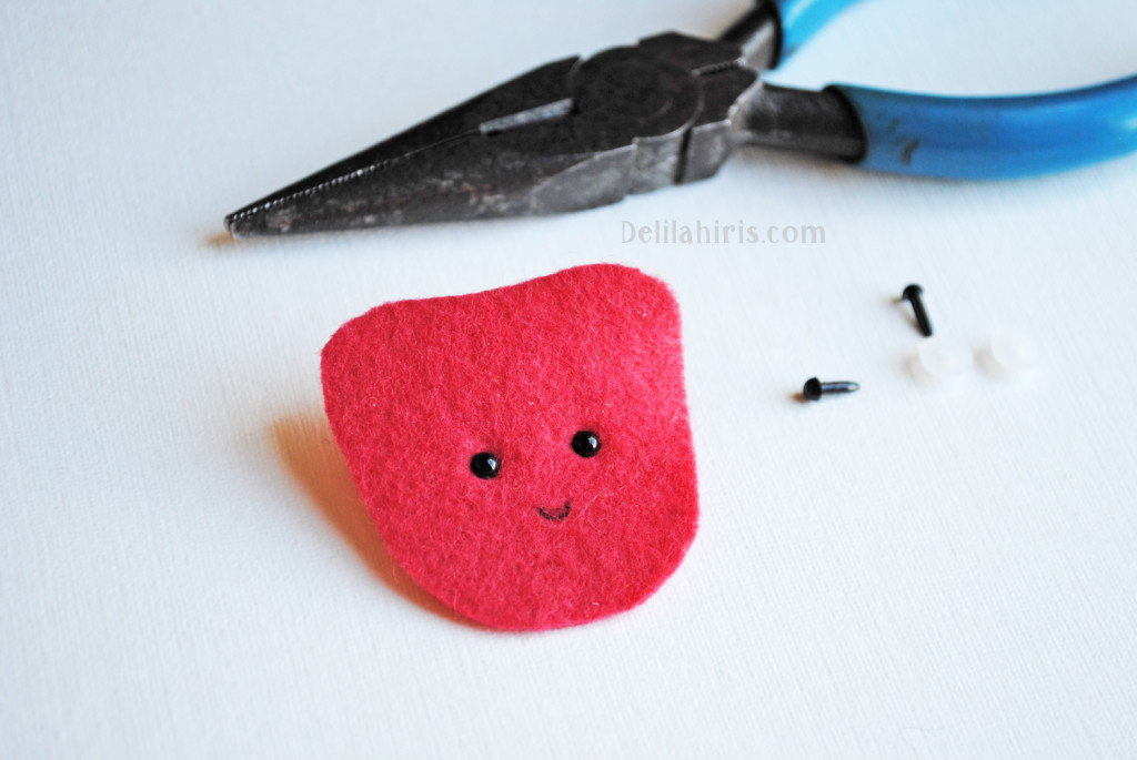 sewing strawberry felt brooch