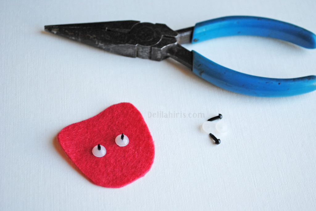 sewing felt brooches