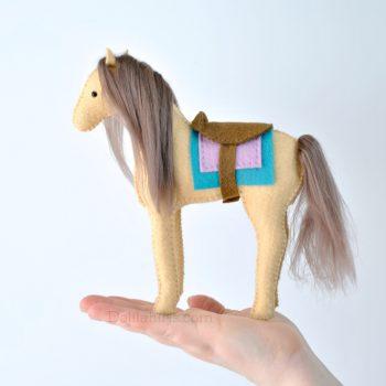 Felt Horse Sewing Kit