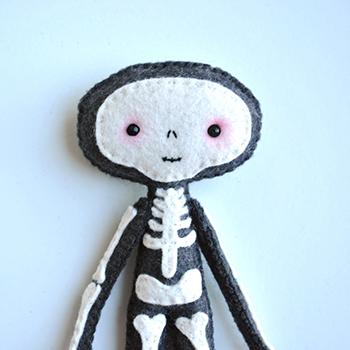 Halloween Felt Crafts Skeleton project